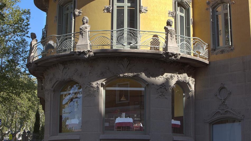 Refurbishment of la rotonda building (barcelona) architect
